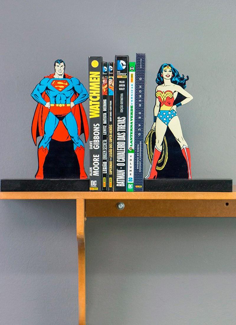 Aparador de Livros Superman e Mulher Maravilha