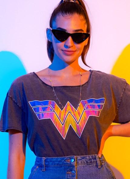 Blusa Mulher Maravilha 1984 Logo Style