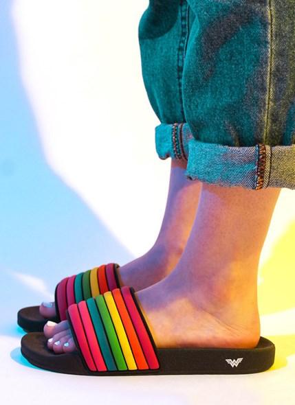 Chinelo Slide DC Comics Mulher Maravilha 1984 Rainbow
